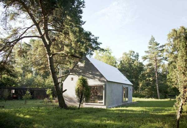 บ้านหลังเล็กสวย ๆ พร้อมสนามเด็กเล่นให้ลูก ๆ ด้วย